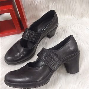 JOSEF SEIBEL Black Leather Shoes labeled Sz 39/ 8